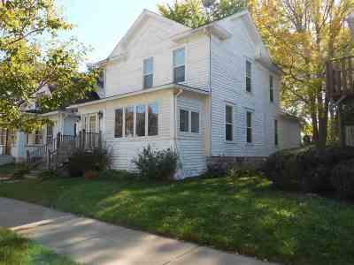 Oshkosh Single Family Home For Sale: 229 Fulton