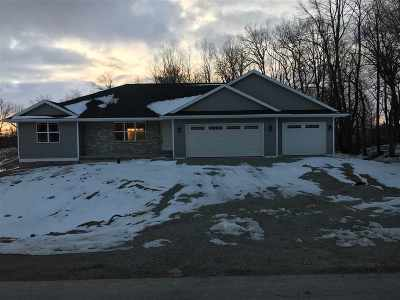 Little Suamico Single Family Home For Sale: 990 Tanglewood