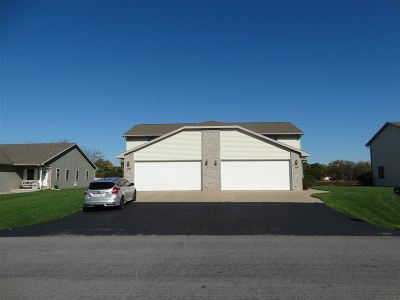 Neenah Multi Family Home For Sale: 1091 Rock Ledge
