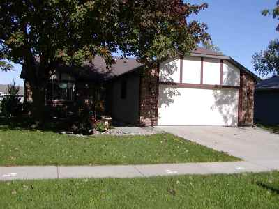 Oshkosh Single Family Home For Sale: 2310 Abbey