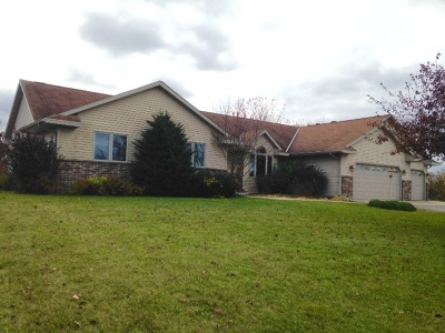 Pulaski WI Single Family Home Active-Offer No Bump: $265,000