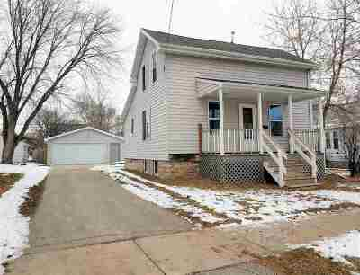 Appleton Single Family Home For Sale: 220 E Atlantic