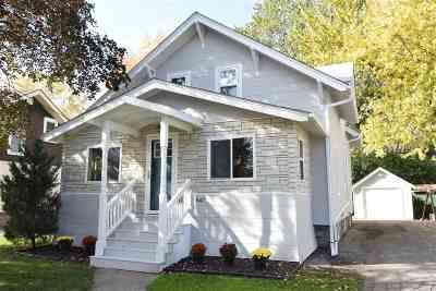 Neenah Single Family Home For Sale: 547 Oak