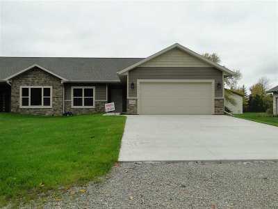 Appleton Single Family Home For Sale: N229 Pinecrest