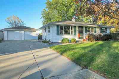 Kaukauna Single Family Home For Sale: 2416 Joan