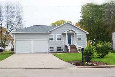 Neenah Single Family Home For Sale: 1687 W Butte Des Morts Beach