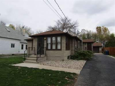Menasha Single Family Home For Sale: 62 Lawson