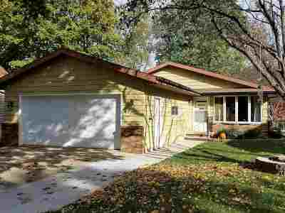 Little Chute Single Family Home For Sale: 230 Taylor