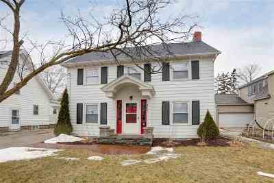 Menasha Single Family Home For Sale: 365 Cleveland