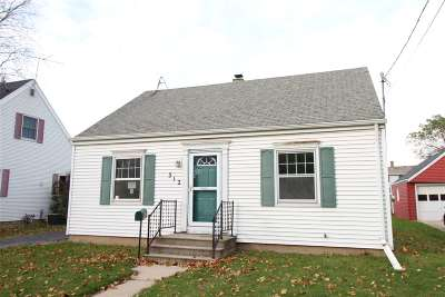 Menasha Single Family Home For Sale: 312 Lisbon