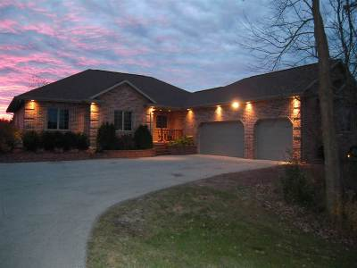 Little Suamico Single Family Home For Sale: 979 Creek