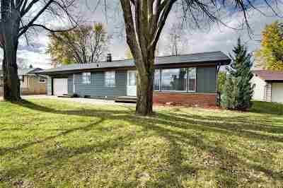 Kaukauna Single Family Home For Sale: 2423 Laverne