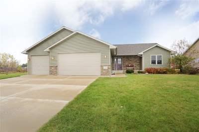 Menasha Single Family Home For Sale: W6434 Dogwood