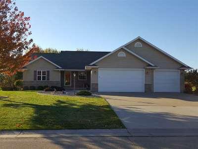 Menasha Single Family Home For Sale: W6125 Wild Cherry