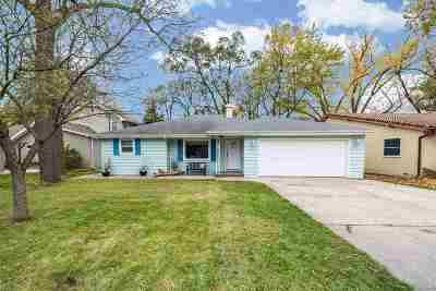 Menasha Single Family Home For Sale: 1124 Lakeshore