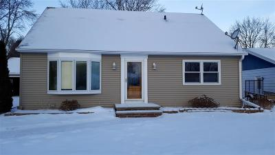 Neenah Single Family Home For Sale: 1043 Meadow