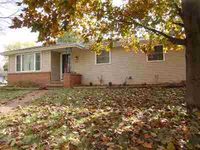 Neenah Single Family Home For Sale: 978 Evans