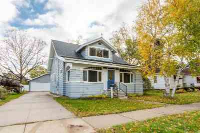 Neenah Single Family Home For Sale: 560 Grove