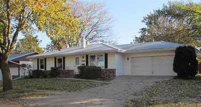 Appleton WI Single Family Home For Sale: $135,000