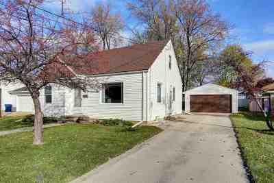 Menasha Single Family Home For Sale: 805 Martin