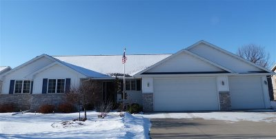 Menasha Single Family Home For Sale: 1250 Fieldview