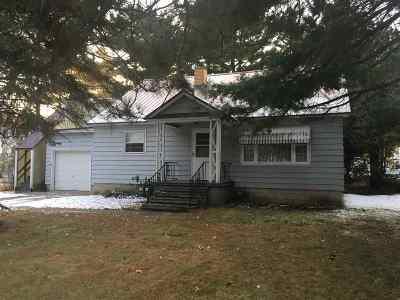 Marinette Single Family Home For Sale: 3015 Shore