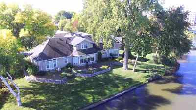 Menasha Single Family Home For Sale: 536 Riverway
