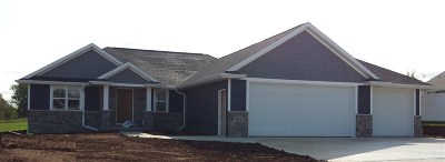 Single Family Home For Sale: 812 Red Clover