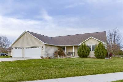 Oshkosh Single Family Home For Sale: 1150 Pheasant Creek