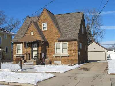 Appleton WI Single Family Home For Sale: $139,900