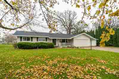 Oshkosh Single Family Home For Sale: 5251 Ivy