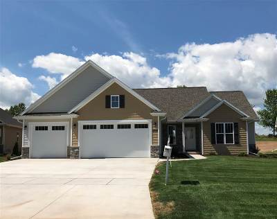 Menasha Single Family Home Active-Offer No Bump: 2846 Villa