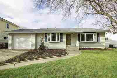 Neenah Single Family Home For Sale: 1575 Ames
