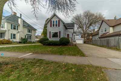 Appleton WI Single Family Home For Sale: $160,000