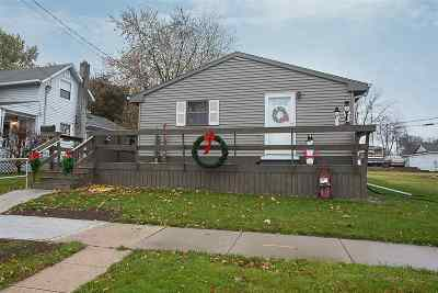 Kaukauna Single Family Home For Sale: 219 W 9th