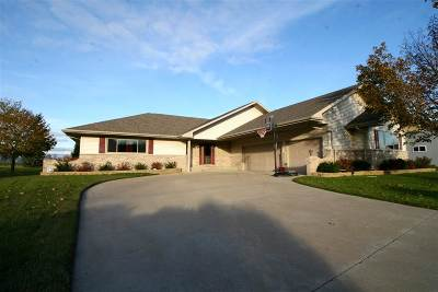 Oshkosh Single Family Home For Sale: 2374 Shore Preserve