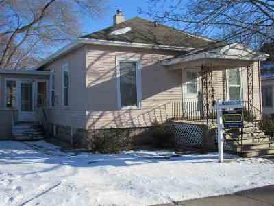 Neenah Single Family Home For Sale: 220 E Columbian