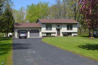 Oshkosh Single Family Home For Sale: 6229 Black Wolf Point