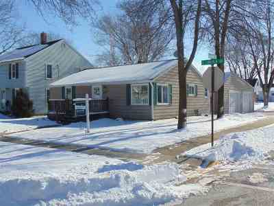 Little Chute WI Single Family Home For Sale: $120,000