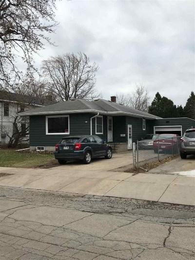 Oshkosh Single Family Home For Sale: 831 Woodland