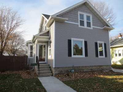 Oshkosh Single Family Home For Sale: 561 Bowen