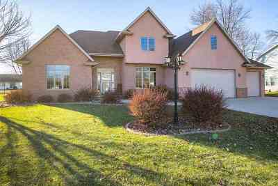 Appleton Single Family Home For Sale: W5915 Moonflower