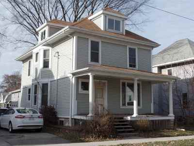 Oshkosh Single Family Home For Sale: 651 Central