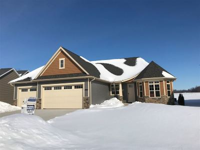 Menasha Single Family Home Active-Offer No Bump: 2862 Villa