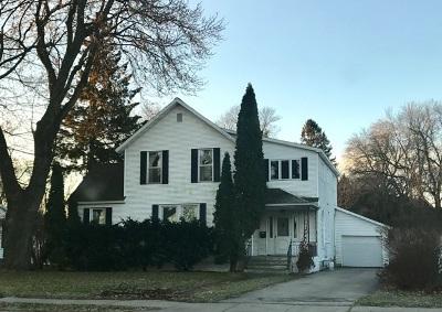 Marinette Single Family Home For Sale: 2311 Riverside
