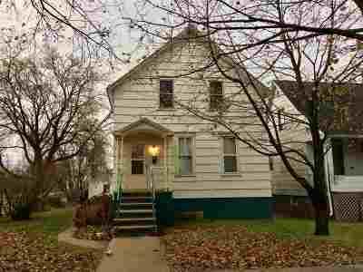 Marinette Single Family Home For Sale: 311 Terrace