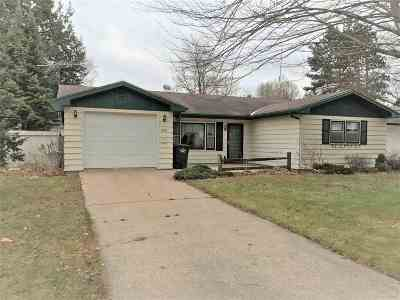 Shawano Single Family Home For Sale: 448 Fairview