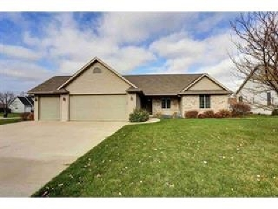 Neenah Single Family Home For Sale: 2190 Hidden Creek
