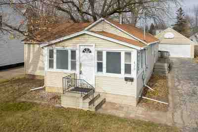Menasha Single Family Home For Sale: 830 Marquette