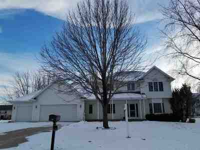 Neenah Single Family Home For Sale: 991 Northcreek